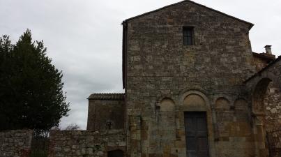 La facciata dell'abbazia